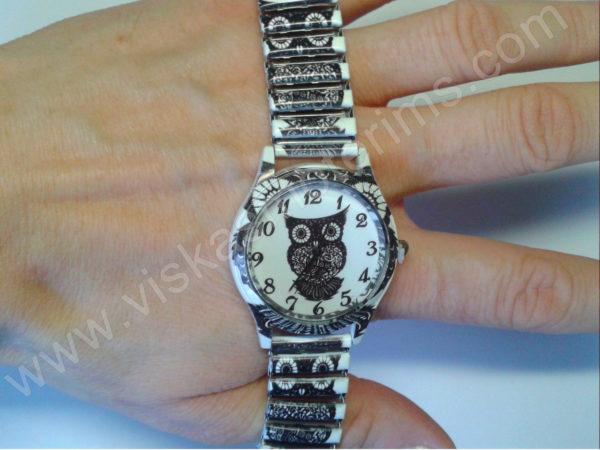Moteriškas laikrodis Pelėda su spyruokline apyranke - apyrankės tamprumo demonstracija