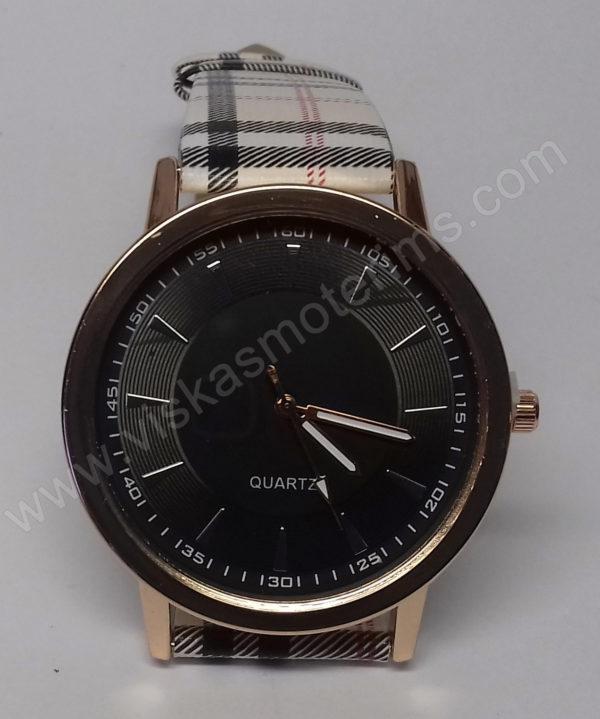 Moteriškas laikrodis su juodu ciferblatu - iš arti
