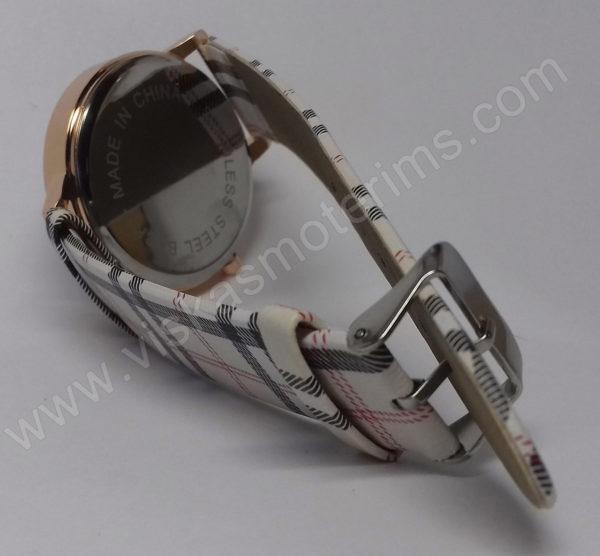 Moteriškas laikrodis su juodu ciferblatu - ciferblato nugara ir užsegimas