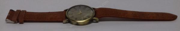 Vyriškas laikrodis juodu ciferblatu aukso spalvos ir rudu dirželiu - visu ilgiu