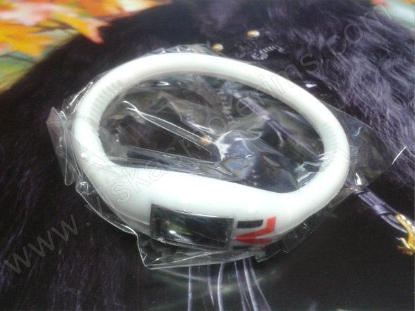 Elektroninis laikrodis silikonine apyranke (baltos spalvos) - maišiuke