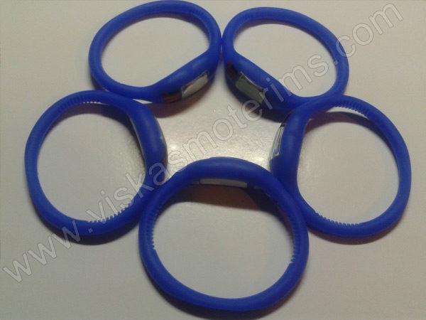 Elektroninis laikrodis silikonine apyranke (mėlynos spalvos) - iš šono