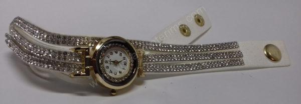 Moteriškas baltas laikrodis su medžiagine apyranke ir akmenukais - iš priekio