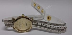 Motertiškas laikrodis balta medžiagine apyranke su akmenukais - iš priekio