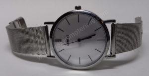 Vyriškas laikrodis su metaliniu dirželiu - iš priekio