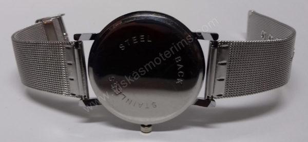 Vyriškas laikrodis su metaliniu dirželiu - iš galo