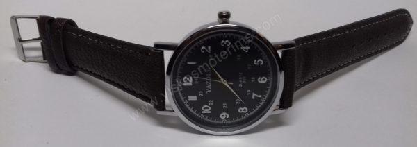 Vyriškas laikrodis Yazole rudu dirželiu bei juodu ciferblatu - iš priekio