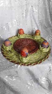 Vėlykinis padėklas dažytiems kiaušiniams ir pyragui - su kiaušiniais