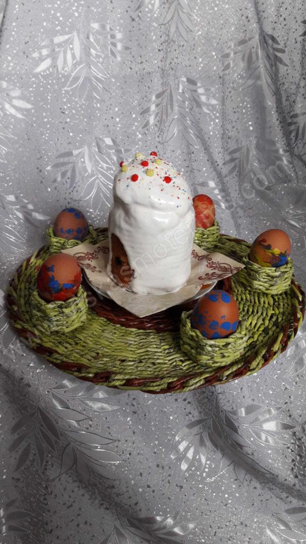Vėlykinis padėklas dažytiems kiaušiniams ir pyragui - iš šono