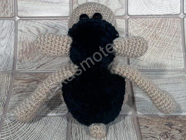 Nerta kreminė avytė ilgom kojom su juoda galva ir kūnu - 03
