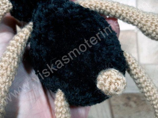 Nerta kreminė avytė ilgom kojom su juoda galva ir kūnu - 08