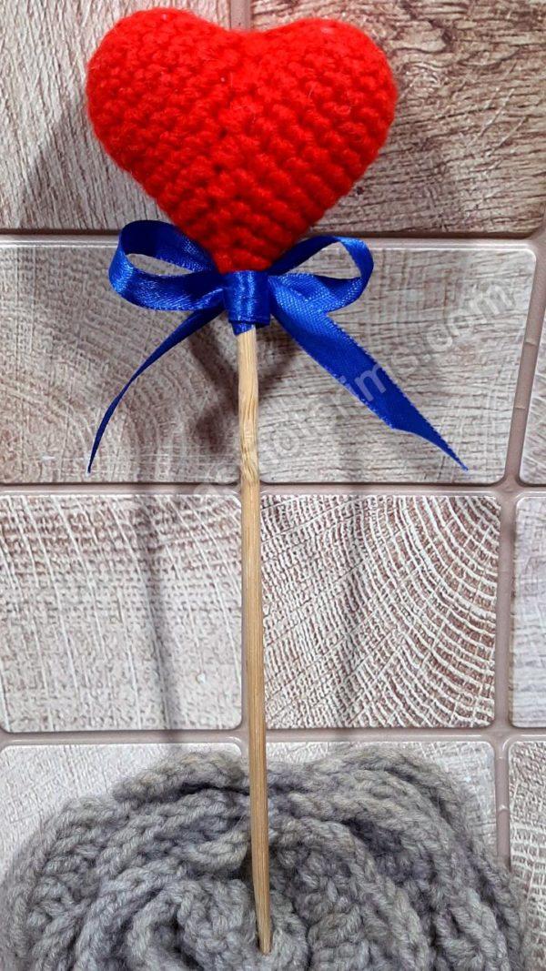Nerta raudona širdelė ant pagaliuko su kaspinėliu - 06