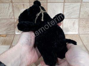 Nertas šuo Filiukas iš pliušinių juodos spalvos verpalų su kremine nosyte - 07