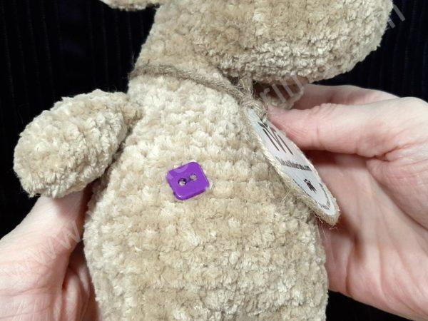 Nertas šuo Filiukas iš pliušinių kreminės spalvos verpalų su violetine nosyte - 06