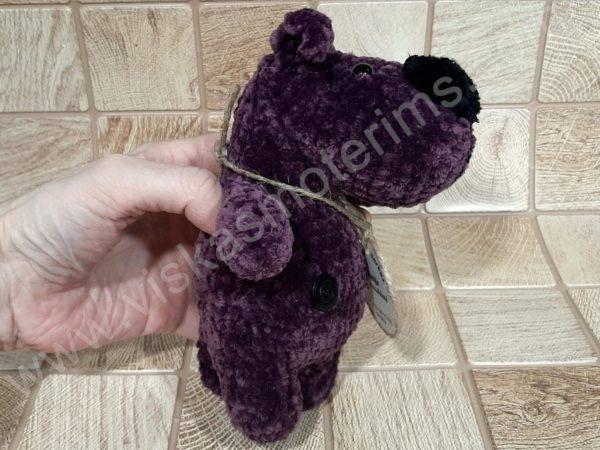 Nertas šuo Filiukas iš pliušinių violetinės spalvos verpalų su juoda nosyte - 03
