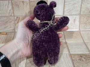 Nertas šuo Filiukas iš pliušinių violetinės spalvos verpalų su juoda nosyte - 04