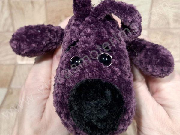 Nertas šuo Filiukas iš pliušinių violetinės spalvos verpalų su juoda nosyte - 07