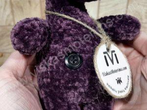 Nertas šuo Filiukas iš pliušinių violetinės spalvos verpalų su juoda nosyte - 08