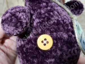 Nertas šuo Filiukas iš pliušinių violetinės spalvos verpalų su kremine nosyte - 06