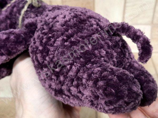 Nertas šuo Filiukas iš pliušinių violetinės spalvos verpalų su kremine nosyte - 08